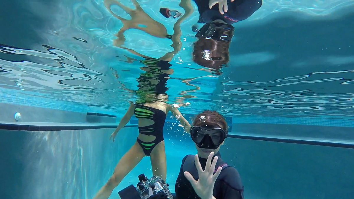 underwater behind the scenes still of Vika with Romi Burianova
