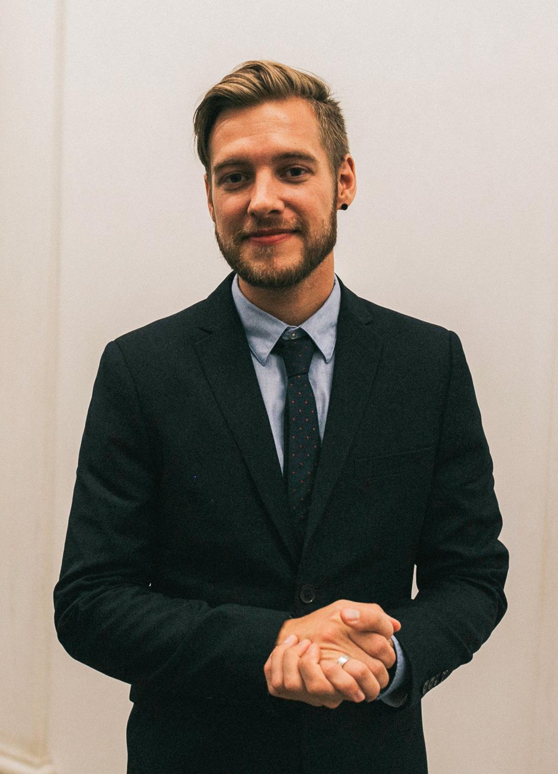 Photo of Stephen Iwaszko of Stephen i Studios by Romi Burianova